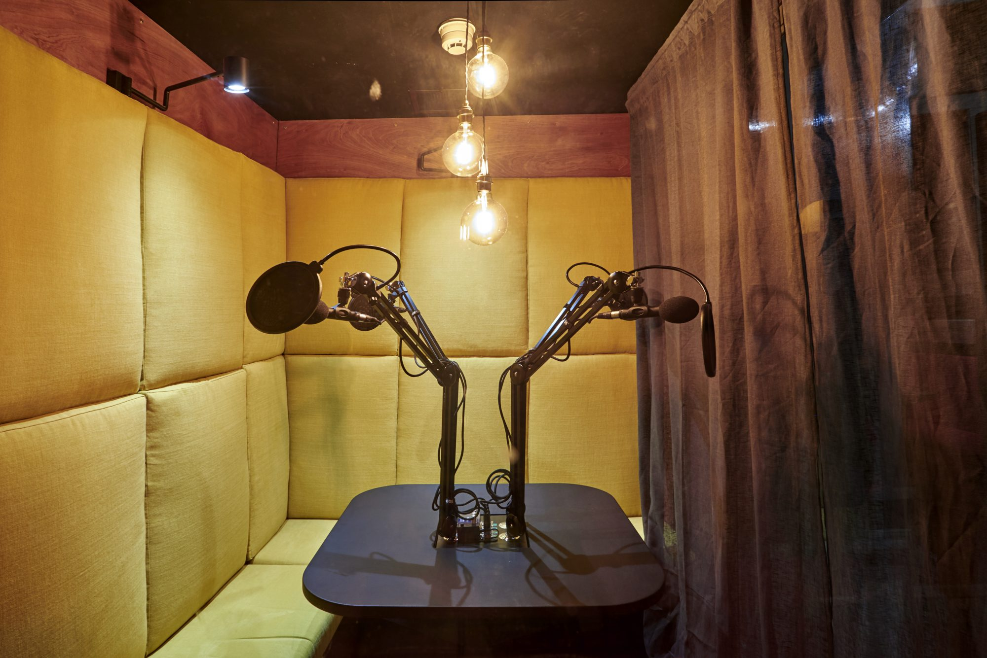 soho-radio-studios_podcast-recording-studio-02-microphones-yellow-seats