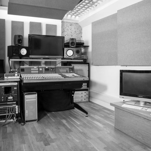 soho-radio-studios_podcast-recording-studio-04-music-recording-equipment